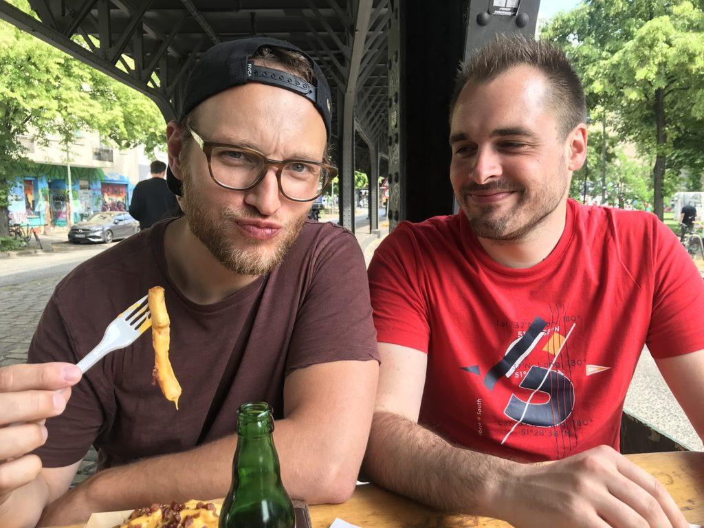 Joffrey Jochum et Florian Truchot mangent au Burgermeister à Berlin